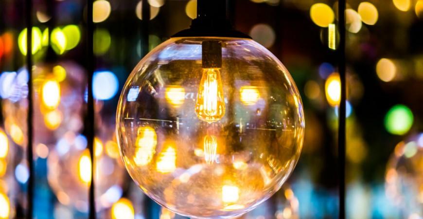 """""""Edisonka"""", volně visící žárovka, co nesmí chybět v žádném retro interiéru""""!"""